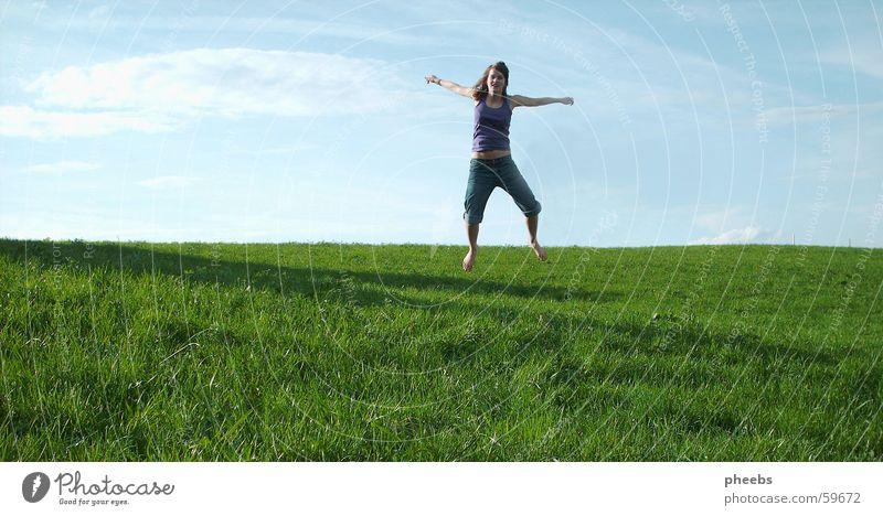 jump! springen Wiese grün Gras Wolken Frau Himmel blau Rasen Schatten Freude Freiheit