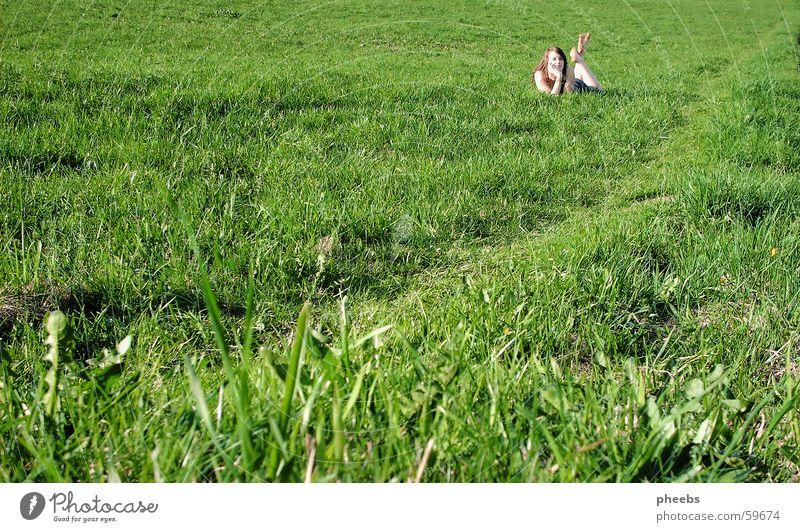 grÜn so viel grÜn Frau grün Wiese Gras Wege & Pfade Feld Rasen liegen Halm