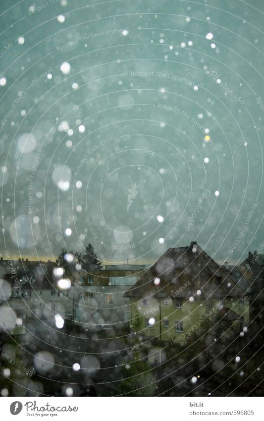 Erstes 2014 | gelbes Haus Himmel Ferien & Urlaub & Reisen ruhig Winter dunkel kalt Schnee Schneefall glänzend träumen Eis Klima Frost Regenwasser Fernweh