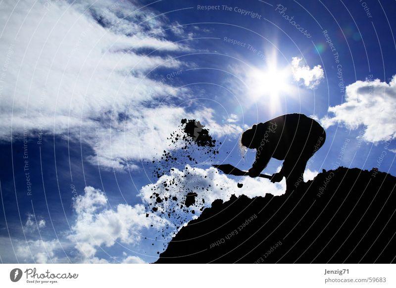 Der mit der Schaufel. Himmel Sonne Wolken Arbeit & Erwerbstätigkeit Berge u. Gebirge dreckig Erde Baustelle bauen Bauarbeiter Arbeiter Haufen Hausbau