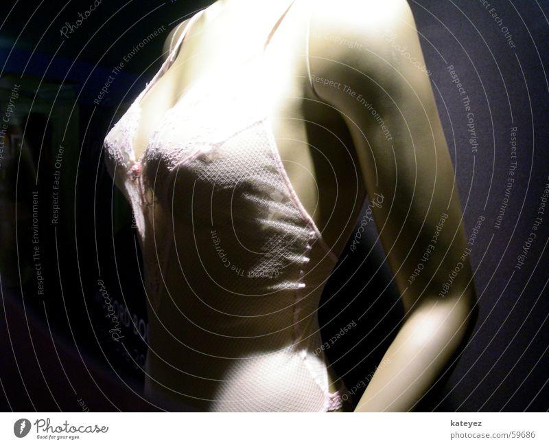 hey puppe Frau Schaufenster Unterwäsche Licht Seite Schaufensterpuppe Puppe Erotik Brust Brustwarze Schatten ohne kopf Detailaufnahme
