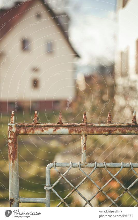 abgrenzung Haus Garten Wohnung Tür Spitze bedrohlich Schutz Grenze Kontrolle Verbote stachelig Nachbar Einfamilienhaus Revier Gartenzaun
