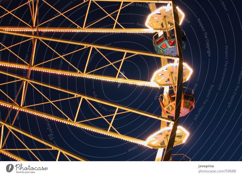 Riesenrad Jahrmarkt leer dunkel Licht Park Beleuchtung Freude empty amusement dark light experience fun