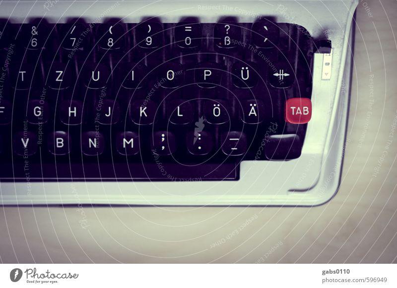 Type me! Tastatur Holz Metall Kunststoff alt schreiben rot schwarz weiß Kreativität Nostalgie Schreibmaschine Taste analog QWERTZ Roman Text TAB Umlaut