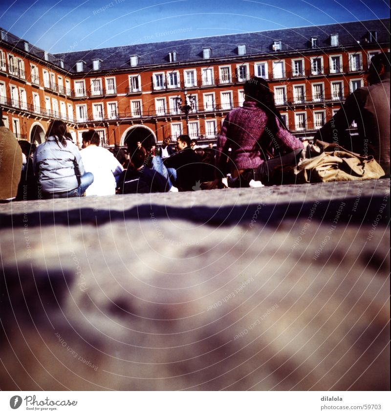 dobles mitades_01 Madrid Lomografie Mensch Spanien Stadt c-41 Plaza Mayor friends Jugendliche street Kunst Sonne