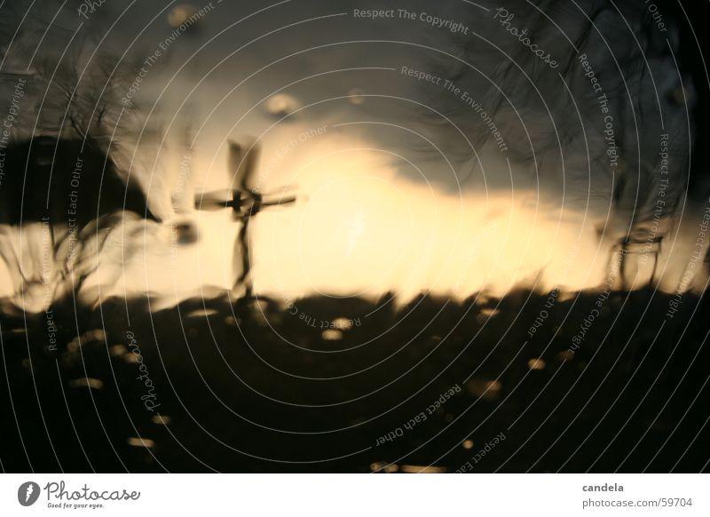 Cross I Himmel dunkel grau Traurigkeit Regen Rücken Trauer Hügel Feiertag Hagel Gothic