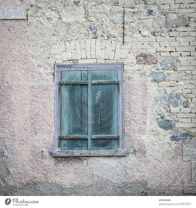 heute geschlossen alt grün Haus Fenster Gebäude Mauer Architektur Holz Stein Fassade dreckig authentisch Armut kaputt retro