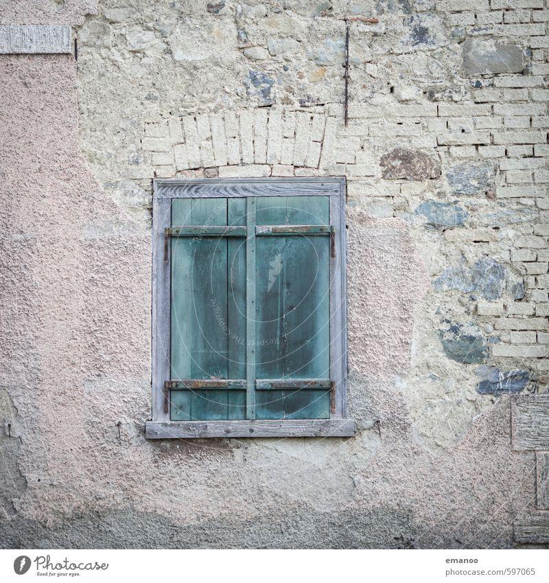 heute geschlossen Dorf Haus Hütte Ruine Gebäude Architektur Fassade Fenster Stein Holz alt Armut authentisch dreckig kaputt retro grün Fensterladen Bauernhof