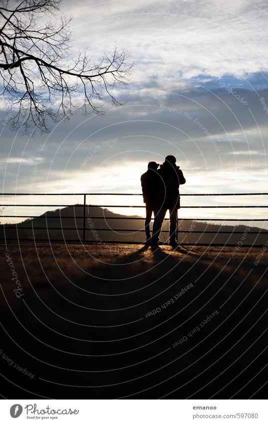 Kanonenplatz Mensch Himmel Ferien & Urlaub & Reisen Mann Stadt Sonne Wolken Freude Ferne Erwachsene Berge u. Gebirge Stil Freiheit Freundschaft Wetter Körper