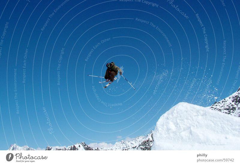 Slopestyler 180 Skifahrer