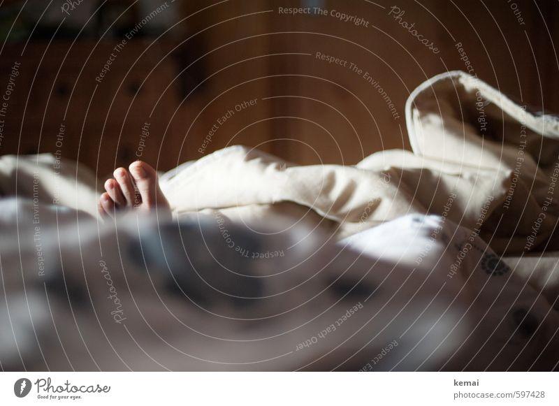 Self | Zaia* Mensch Ferien & Urlaub & Reisen nackt Erholung ruhig dunkel Fuß liegen Wohnung Raum Lifestyle Häusliches Leben Bett Decke Zehen links