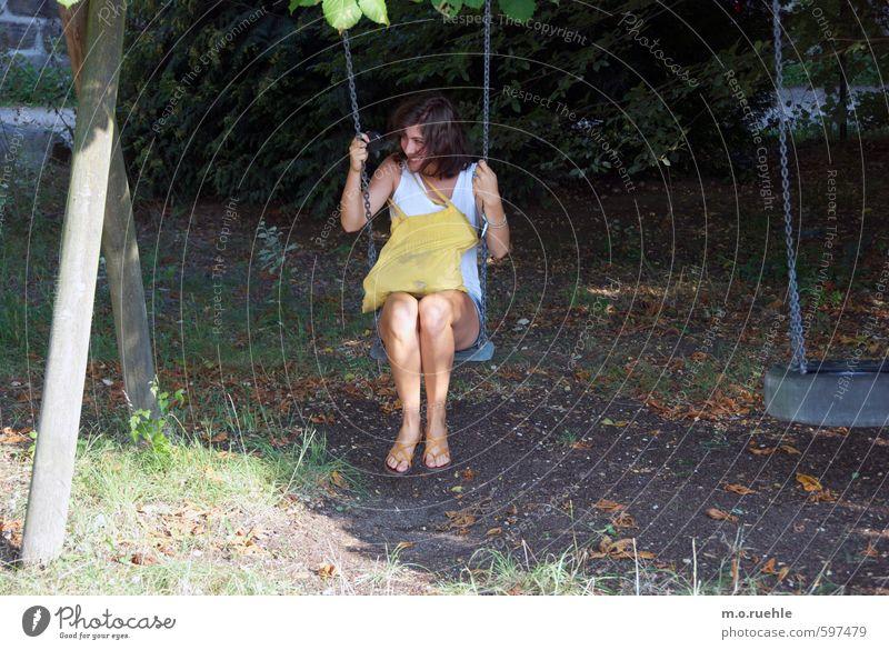 yellow bag Lifestyle Freizeit & Hobby Ausflug Mensch feminin Junge Frau Jugendliche Körper Haut Kopf Haare & Frisuren Gesicht Arme Hand Beine Fuß 1 18-30 Jahre