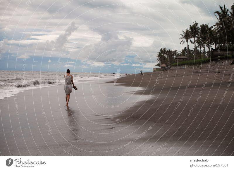 BALIBU - Frau läuft am einsamen Strand Lifestyle schön Wellness harmonisch Wohlgefühl Zufriedenheit Sinnesorgane Erholung ruhig Meditation
