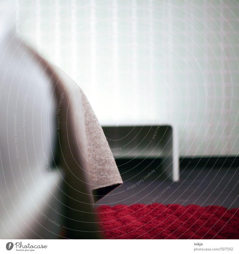 kühler Comfort Häusliches Leben Innenarchitektur Möbel Bett Tisch Schlafzimmer Menschenleer Teppich Decke hell modern braun rot weiß Ordnung Farbfoto