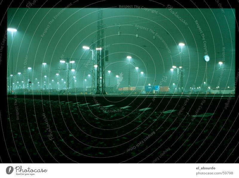 Bahnhof Lampe Nacht leer Verkehr Ware