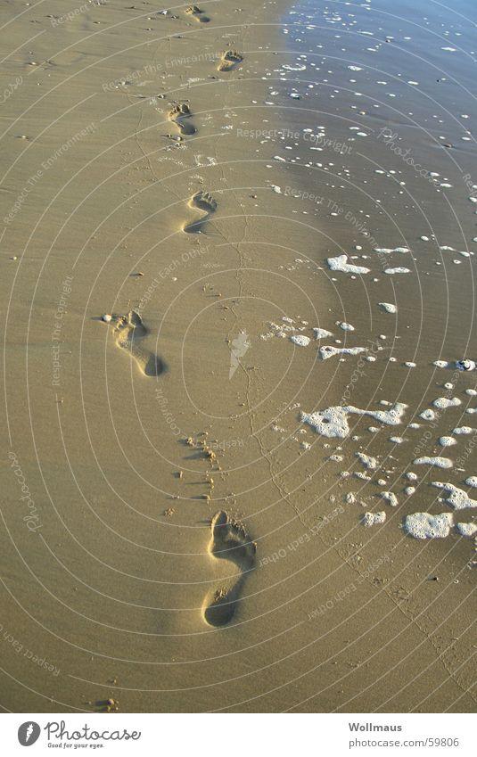 on the beach Wasser Meer Strand Fuß Sand Wellen gehen Spuren Fußspur