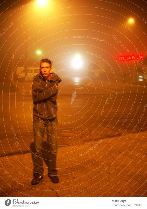 Nächtlicher Tankstopp Einsamkeit kalt Nebel frieren Straßenbeleuchtung diffus Tankstelle Polen Rastplatz ausgesetzt