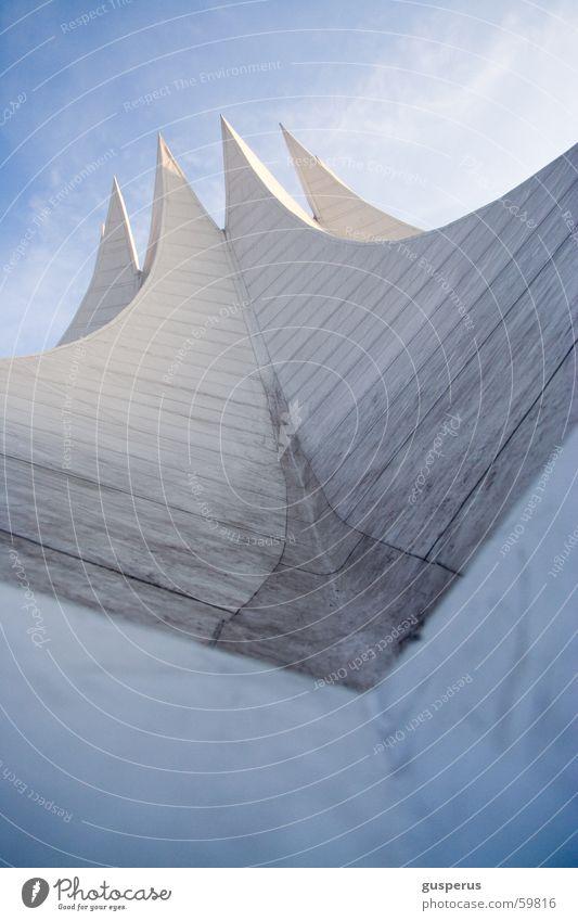 auf nach oben... Tempodrom Stadt Beton Bauwerk Dach Himmel Berlin modern Linie Dynamik Farbe blau architecture modernity concrete building roof housetop line