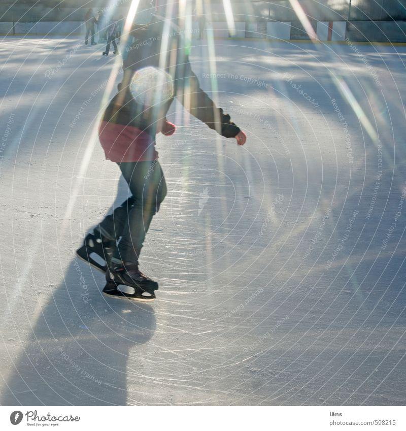 Eislauf // Mensch Freude Winter kalt Leben Bewegung Sport Beleuchtung Eis Freizeit & Hobby glänzend Zufriedenheit laufen Schönes Wetter Frost Lebensfreude