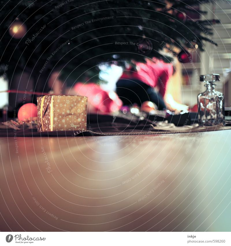 es weihnachtet Häusliches Leben Feste & Feiern Weihnachten & Advent Dekoration & Verzierung Geschenk Weihnachtsgeschenk Gefühle Stimmung Vorfreude Neugier