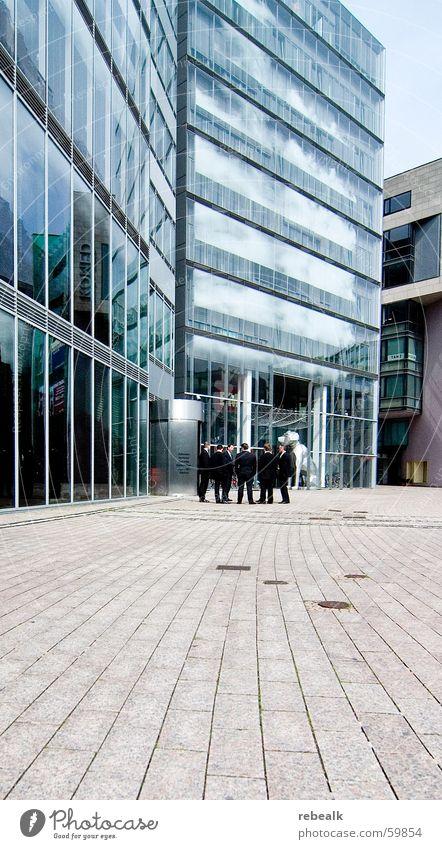 business as usual sprechen Business Energiewirtschaft Erfolg planen Pause Team Rauchen Geldinstitut Sitzung Beratung Dienstleistungsgewerbe Anzug Unternehmen