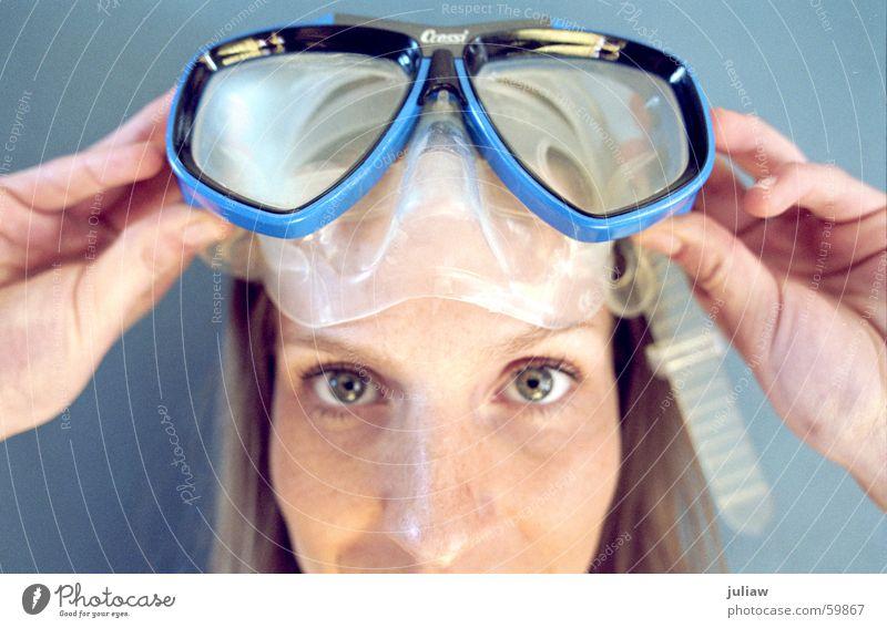 Abtauchen Taucherbrille Sommer Nahaufnahme Innenaufnahme Ferien & Urlaub & Reisen Sport fun Anschnitt Gesicht blau Statue Wasser diving goggles dive face