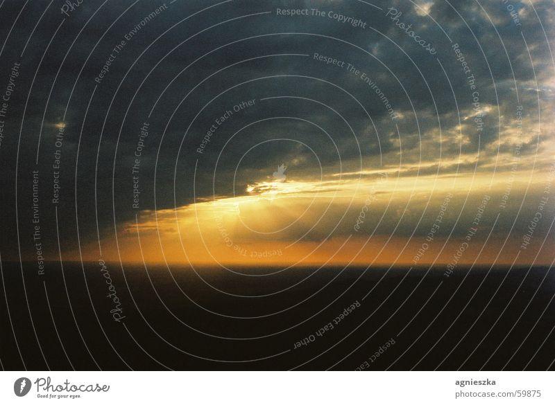 there comes the sun Sonnenuntergang Wolken Stimmung Romantik Dämmerung gelb grau Himmel clouds Kontrast