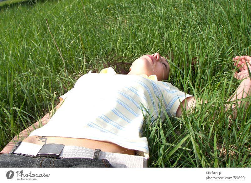 Relax Frau Natur Sonne grün Sommer ruhig Erholung Wiese Gras Freiheit Rasen Wohlgefühl