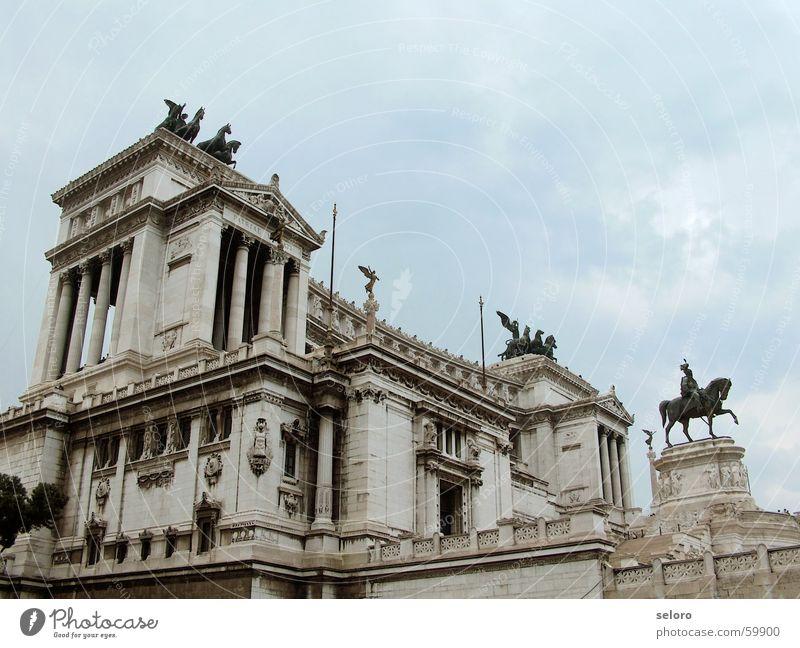 spazieren @ roma schön Himmel blau Wolken grau Gebäude Religion & Glaube Italien Statue Bauwerk historisch Rom altmodisch