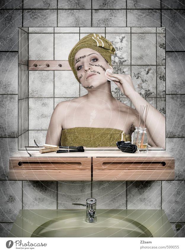 DAS KANNST DU DIR ABSCHMINKEN elegant schön Körperpflege Kosmetik feminin Junge Frau Jugendliche 18-30 Jahre Erwachsene Kopftuch berühren dünn kalt nackt retro