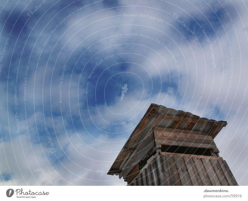 Babel Himmel blau Wolken Ferne oben Holz Landschaft hoch Aussicht Dach Jagd Hütte Holzbrett Jäger Hochsitz