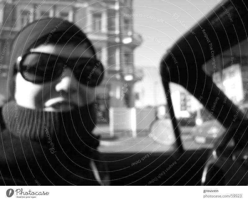 Hannas Lachen Frau weiß Sonne schwarz lachen PKW Sonnenbrille Kragen Cabrio