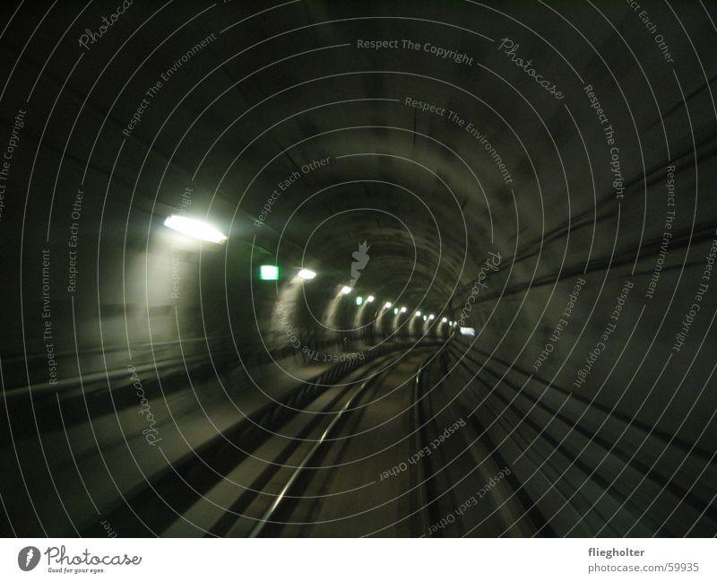 durchblick U-Bahn Kopenhagen Ferien & Urlaub & Reisen Tunnel Gleise Eisenbahn Geschwindigkeit Licht Notausgang dunkel Nacht Dänemark Blick Loch