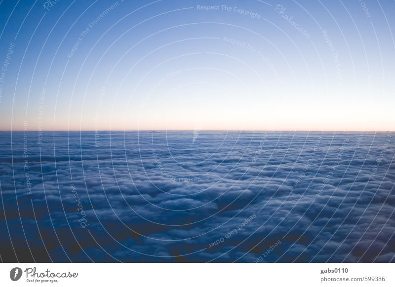 Wolkenbad Luft Himmel Klima Klimawandel Wetter blau gelb Horizont Ferne Luftverkehr Vignettierung Ferien & Urlaub & Reisen Sehnsucht Natur Freiheit Weltall