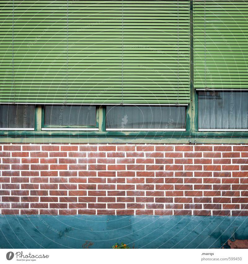 Fassade Stil Design Gebäude Mauer Wand Fenster Rollladen Linie Häusliches Leben alt einfach grün rot türkis Farbe Vergänglichkeit geschlossen Backsteinfassade