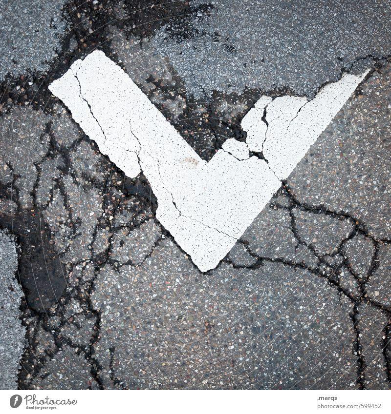 v Straße grau Stil Linie Schilder & Markierungen Design Perspektive Schriftzeichen einfach kaputt Streifen Asphalt unten Riss