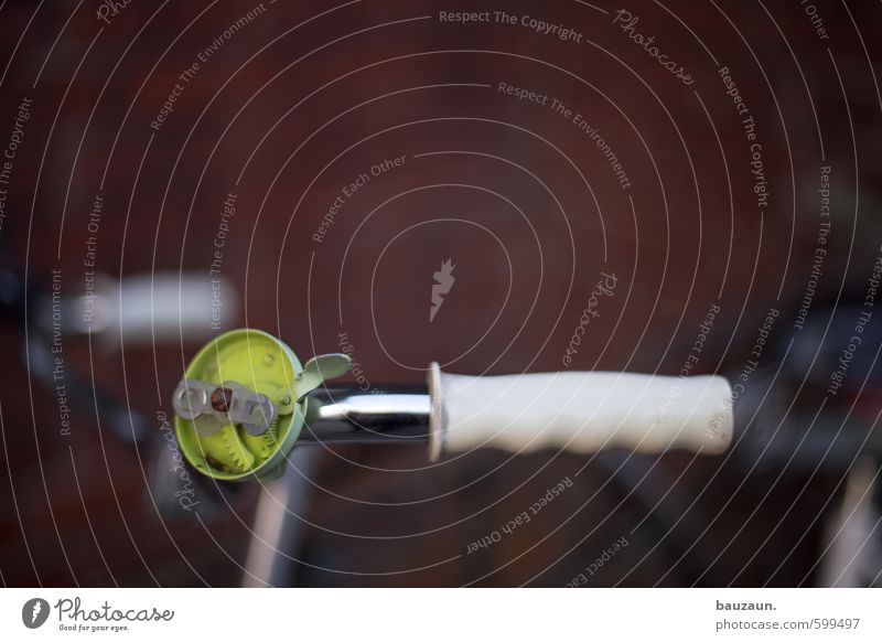der grüne punkt. weiß rot Sport Metall Freizeit & Hobby Fahrrad kaputt fahren Kunststoff Trennung Zerstörung Griff Schwäche verlieren Fahrradklingel