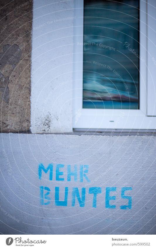 . blau Stadt weiß Farbe Freude Haus Fenster Graffiti Wand Leben Gebäude Mauer grau Stein Kunst Fassade