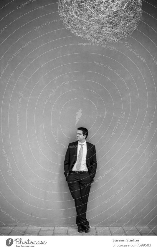 waiting for busy times Mensch Jugendliche Mann ruhig 18-30 Jahre Erwachsene Mauer Business maskulin Körper Bildung brünett Beratung Anzug Ausdauer Kapitalwirtschaft