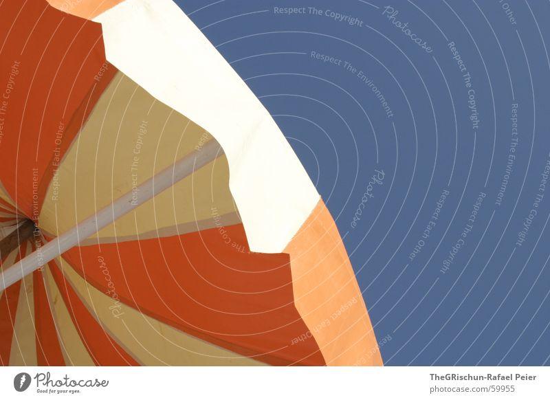 Sonnenschirm Tunesien gelb Himmel Ferien & Urlaub & Reisen Meer rund mehrfarbig Sonnenbad faulenzen Schwimmbad blau orange blue sky sun holiday Farbe Reinigen