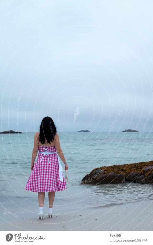 Retro.... Mensch Frau Natur blau Sommer Wasser weiß Meer rot Landschaft Strand Erwachsene feminin Stein braun 45-60 Jahre