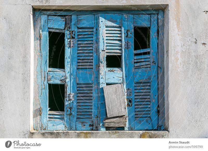 Alter kaputter Fensterladen aus Griechenland Ferien & Urlaub & Reisen blau alt Haus Fenster Wand Mauer Stil Hintergrundbild Fassade Europa kaputt Zerstörung altehrwürdig Griechenland Fensterladen