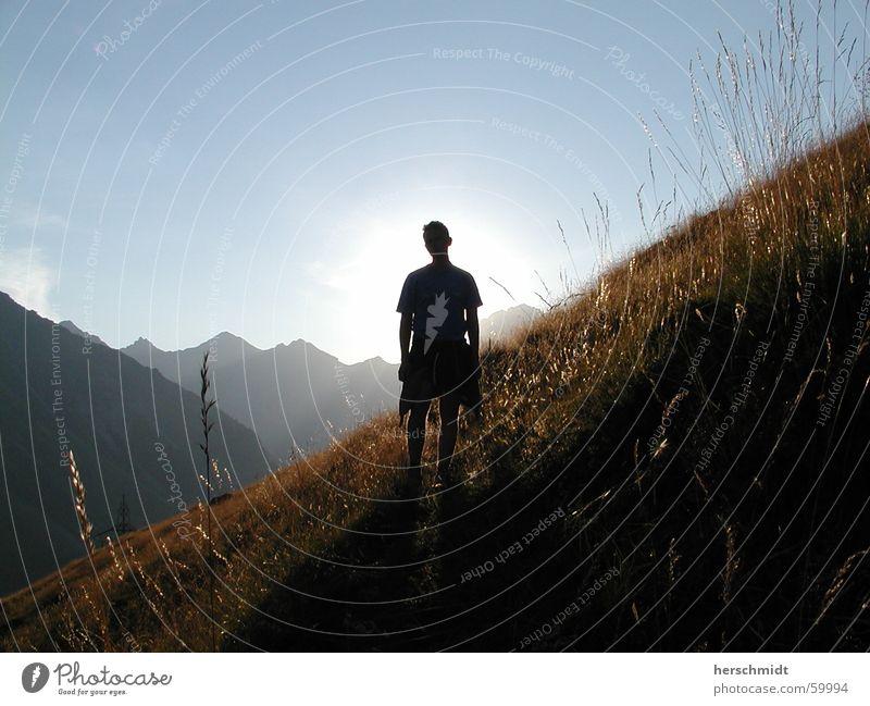 Sunny Boy over the mountains Schweiz Mann Gegenlicht Alm Wiese Gras Berge u. Gebirge Schatten Sonne