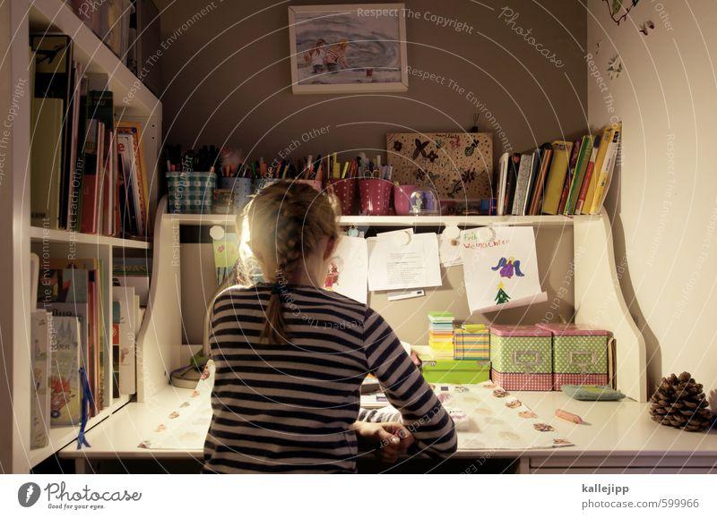 hausis Kindererziehung Bildung Schule lernen Schulkind Schüler feminin Mädchen Kindheit Jugendliche Kopf Rücken 1 Mensch 8-13 Jahre Schreibtisch