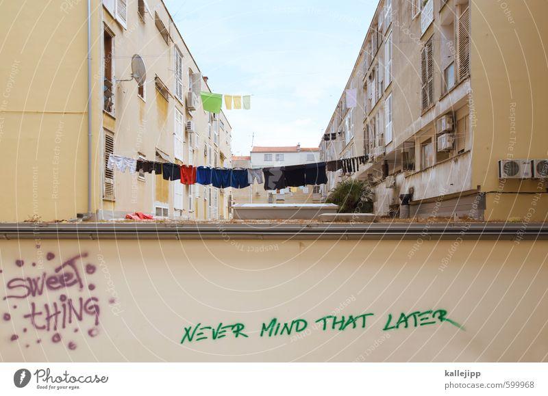 never mind ... Stadt Haus Graffiti Wand Gebäude Mauer Architektur Fassade Häusliches Leben Schriftzeichen Kreativität Balkon mediterran Wohnhochhaus Wäsche trocknen