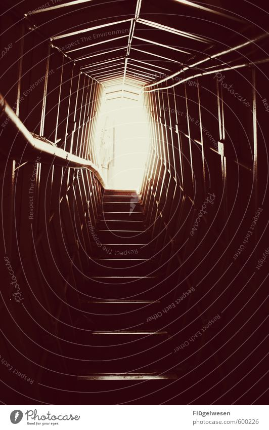 Aufstieg Gebäude Architektur Freiheit gehen Freizeit & Hobby Treppe Häusliches Leben Abenteuer Laufsport Sicherheit Bauwerk Platzangst Futurismus Denkmal