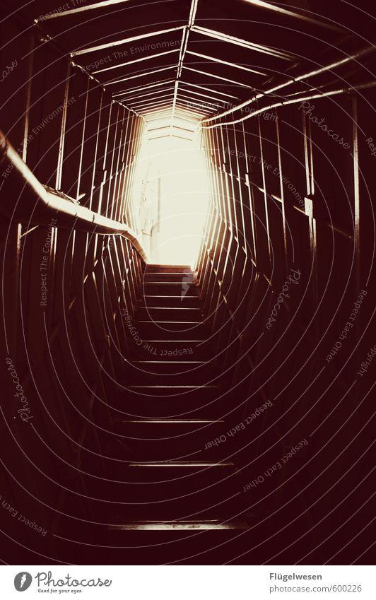 Aufstieg Gebäude Architektur Freiheit gehen Freizeit & Hobby Treppe Häusliches Leben Abenteuer Laufsport Sicherheit Bauwerk Platzangst Futurismus Denkmal Treppengeländer Sehenswürdigkeit