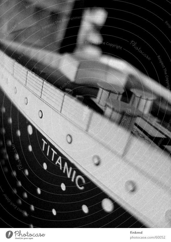 Titanic Wasserfahrzeug untergehen
