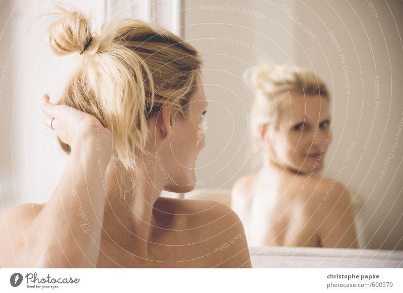 Rückblick Mensch Frau Jugendliche schön nackt Junge Frau 18-30 Jahre Erwachsene Erotik feminin Haare & Frisuren Denken Kopf träumen Körper Wohnung
