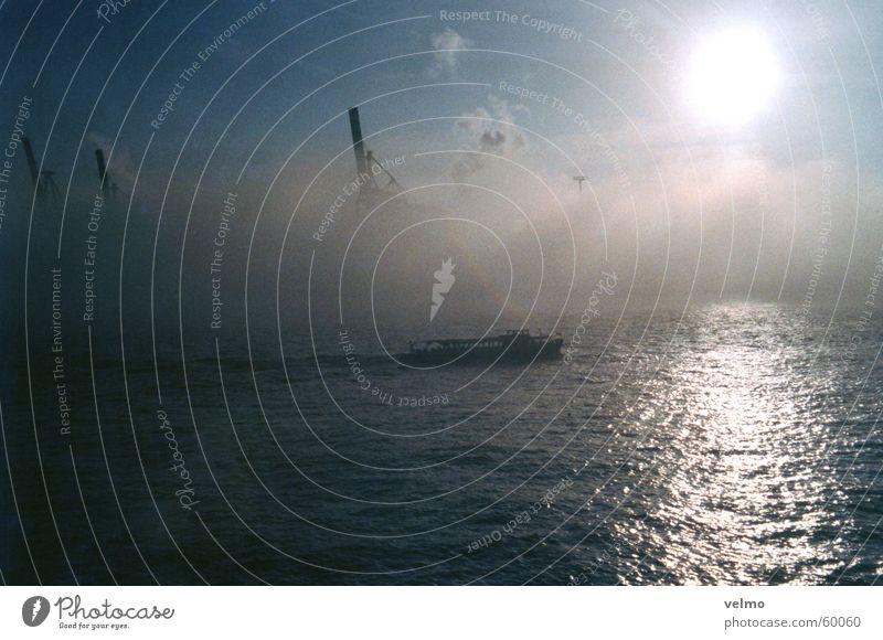 Hafen Nebel Wolken Barkasse Fernweh diffus Kran Hamburg Himmel Wasser